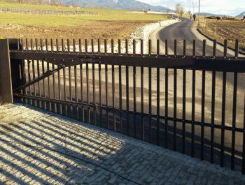 cancello in salita